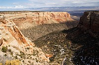 Plateau and canyon country rising 2000 feet above the Grand Valley of the Colorado River, part of the Great Colorado Plateau, Colorado National Monume...