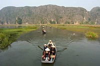 Boat on river, limestone mountain scenery, Tam Coc, Ninh Binh, south of Hanoi, North Vietnam, Southeast Asia, Asia