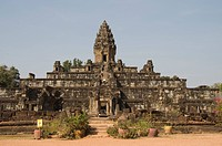 Bakong Temple dating from AD881, Roluos Group, near Angkor, UNESCO World Heritage Site, Siem Reap, Cambodia, Indochina, Southeast Asia, Asia