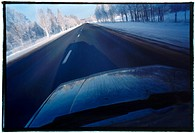 07002215 Bil Väg Vinter Fart 2002, Car On Road In Winter