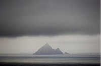 Squinting Gang Coat Island In The Atlantic Outside IrelandS Västkust, Clouds On Mountain