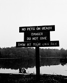 Varningskylt vid vatten. Warning Sign Board On Beach B&W