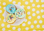 Cupcakes on Plate (thumbnail)