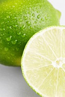 Lime, sliced in half close_up