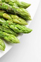 Asparagus on plate close_up