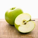 Still life of green apples (thumbnail)