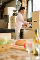 Caucasian man in a kitchen, Side View, Differential Focus