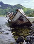 Boat damaged on sea Vraket av en gammal fiskebåt på Lofoten, Norge