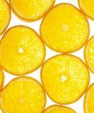 Skuren apelsin i skivor mor vit bakgrund. Pieces Of Sliced Orange, Close_Up