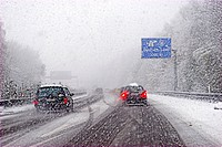Onset of winter with heavy snowfall and slipperiness on a highway