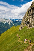 Mountain ridge and hiking trail with hikers in the Eisenerz Alps towards Reichenstein, Eisenerz, Styria, Austria, Europe