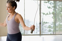 Hispanic woman jumping rope during workout (thumbnail)