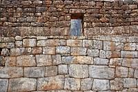 Anciente muro de piedra con ventana, Machu Picchu, Cusco, Peru