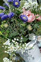 Summerly bunch with blue chrysanthemum (thumbnail)