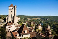 France, Midi Pyrenees, Lot, Saint-Cirq-Lapoppie Church Lot river The medieval village is located 30 km East from Cahors in the middle of the Regional ...