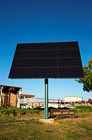 Photovoltaic solar tracker at Municipal Service Center, Palo Alto, California, USA. The Photovoltaic Demonstration Project is highly visible from US 1...