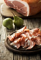Partly sliced ham with pears