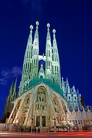 spain, Catalonia, Barcelona, cathedral, La Sagrada Familia, steeples, illumination, evening, city, landmark, sight, buildings, construction, church, t...