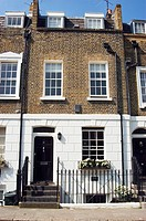Front facade of a terrace property in West London (thumbnail)