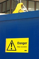 Restricted access sign on hoarding (thumbnail)