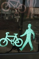 Green traffic light display for pedestrians and cycles