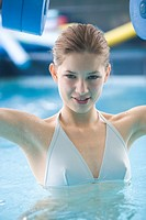 Young woman in swimming pool (thumbnail)