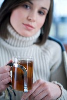 Woman drinking tea (thumbnail)