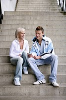 Teenage couple, listening, mp3 player, love, young (thumbnail)