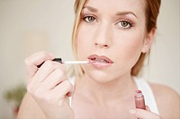 young, woman, applying, lip gloss, face, fresh, be