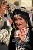 India, Rajasthan, Jaisalmer, Desert Festival, dancer