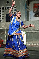 India, Rajasthan, Udaipur, Bagore-ki-Haveli, traditional rajasthani dancer