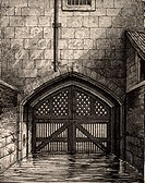 The Tower of London: Traitor´s Gate, the water gate from the River Thames through which many prisoners, including Elizabeth I, were brought into the T...