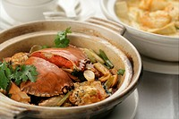 Crab with Tofu and caraway in clay pot