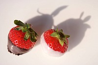 Chocolate_coated fresh strawberries