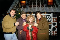Hellwig, Margot, *5.7.1941, German singer, half length, with her son Gregor, husband Arthur Lindemayr and son Rupert, Munich, 20.12.1990, traditional ...