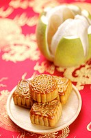 Moon cakes and peeled pomelo