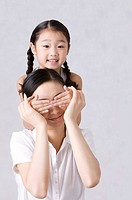 Daughter covering her mother´s eyes