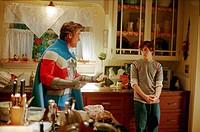 Film, Sky High _ Jetzt hebt die Schule ab, USA 2005, Regie: Mike Mitchell, Szene mit: Kurt Russell und Michael Angarano, Fantasyfilm, Komödie, Jugendl...