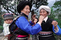 Ersu Tibetan women and children in traditional costume, Shimian, Ya´an, Szechwan Province, China