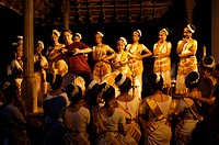 MOHINIYATTAM DANCERS WITH FOREIGN TOURIST LEARNING IN FRONT OF KUTHIRAMALIKA PALACE , TRIVANDRUM