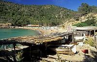 Menschen baden an der Cala Benirras / people at Cala Benirras