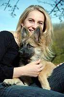 Ein junges Maedchen und ein kleiner Hund, a young girl and a little dog