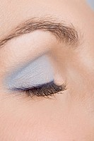 Woman blue make_up