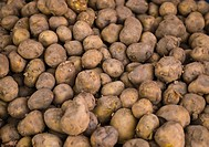 Full frame view of raw potatoes in a market stall, New Delhi, India