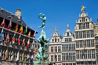 Belgium _ Flanders _ Antwerp _ Grote Markt, Grand Place _ The Stadhuis City Hall and guild houses _ Brabo Fountain and statue of Silvius Brabo