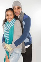 Young couple wearing winter clothes (thumbnail)