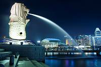 Sight of Merlion and the Esplanade from Marina Bay, Singapore, Asia