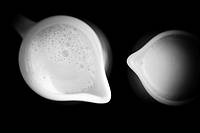 Two jugs of milk  Plano zenital  Black and white