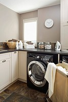 Laundry in laundry room (thumbnail)