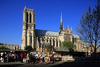 France, Paris, Notre Dame caqthedral and secondhand bookseller on river Seine quays